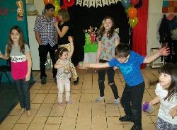 baile y sonajeros.